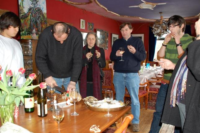 Oysters, chicken & wine with friends in Eigensinn Farm's dining room